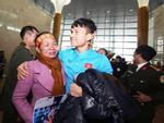 Xuân Mạnh U23 lặng người vì món quà 10 nghìn đồng mẹ tặng ở sân bay-5