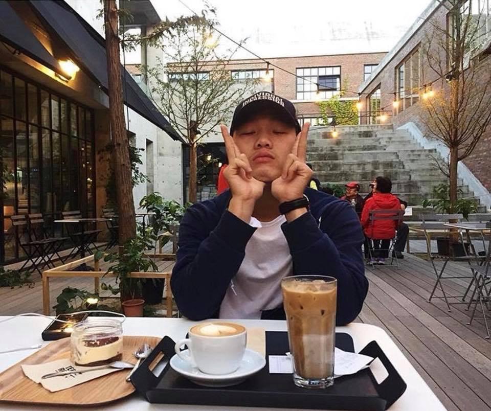 Hot girl - hot boy Việt: Tú Linh khiến fans ghen tị khi check in cùng loạt cầu thủ U23 Việt Nam-4