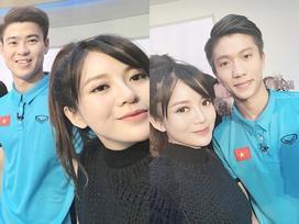 Hot girl - hot boy Việt: Tú Linh khiến fans ghen tị khi check in cùng loạt cầu thủ U23 Việt Nam