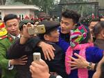 Rừng cờ hoa chào đón anh em 'thủ môn quốc dân' Bùi Tiến Dũng về thăm quê hương Thanh Hóa