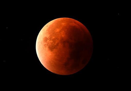 HIẾM CÓ: Tối nay xảy ra hiện tượng thiên văn 150 năm có 1, siêu trăng, trăng xanh và nguyệt thực hội tụ-2