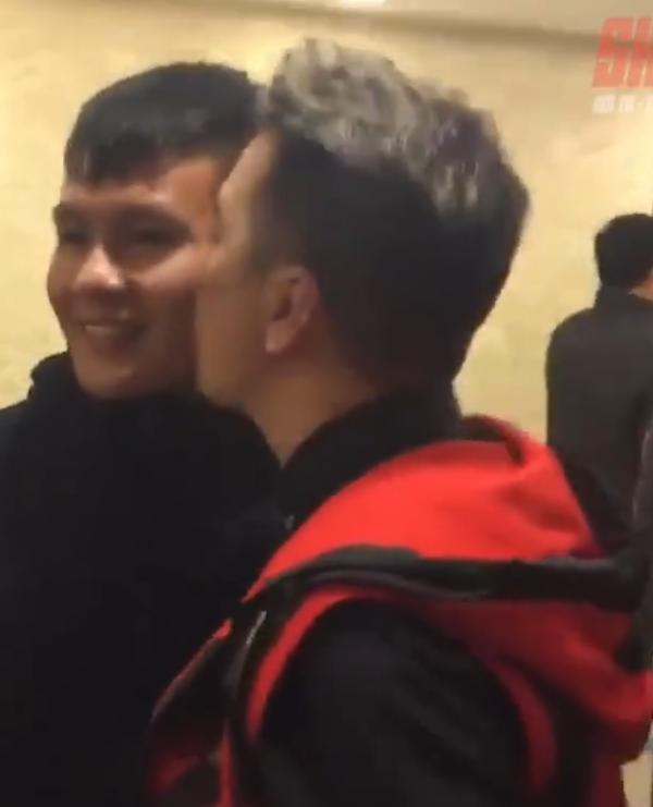 Đàm Vĩnh Hưng khiến dân mạng gato khi chia sẻ clip hôn má Quang Hải-3