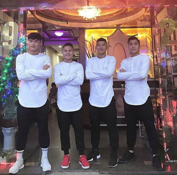 Những lần diện đồ tập thể đốn tim chị em của U23 Việt Nam-4