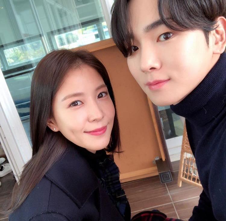 Sao Hàn 31/1: Tiết lộ bức ảnh cũ của Song Joong Ki và Song Hye Kyo-9