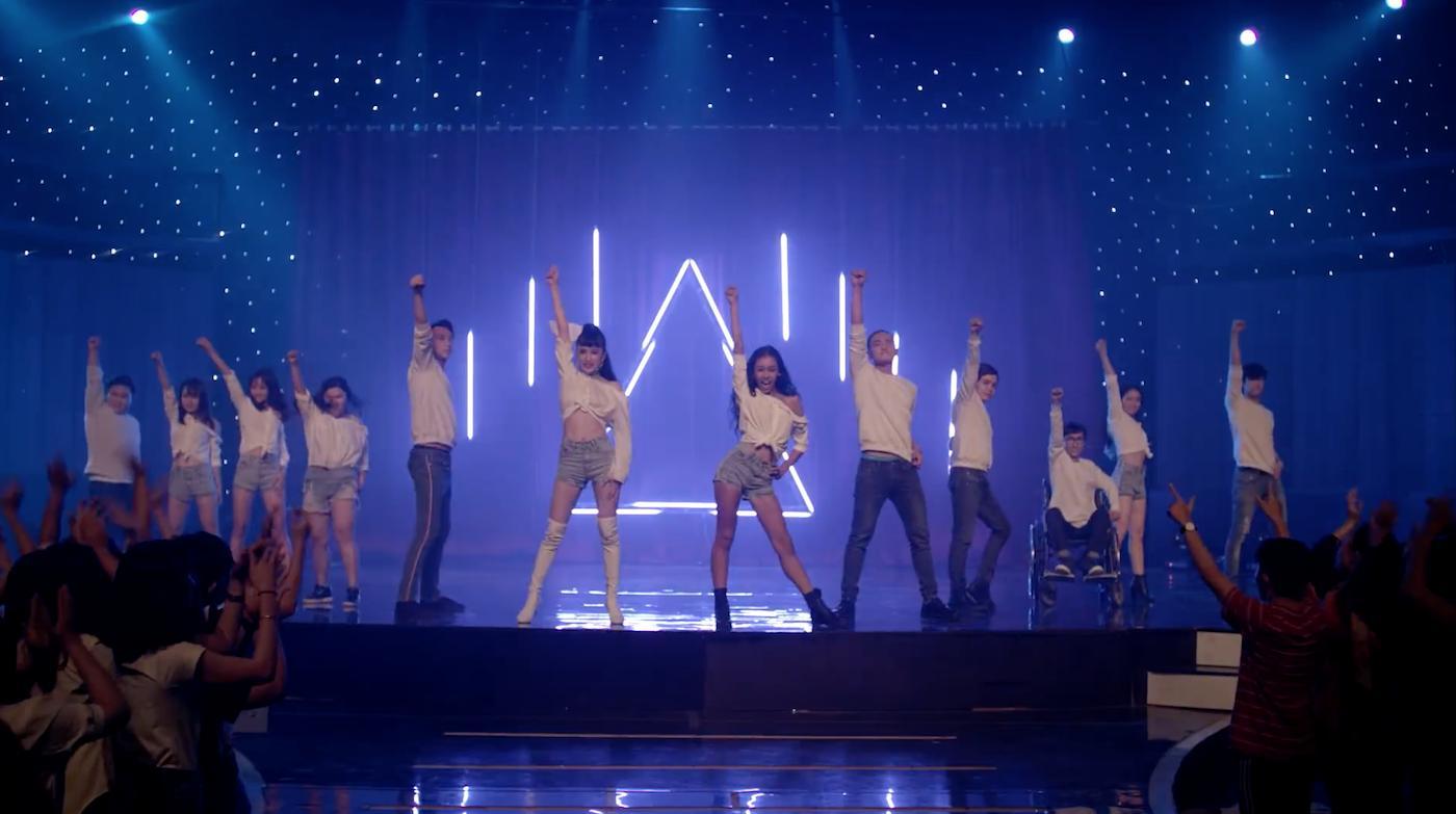 Giọng hát của Angela Phương Trinh được khán giả tìm nghe nhiều nhất tại Glee Việt Nam-3