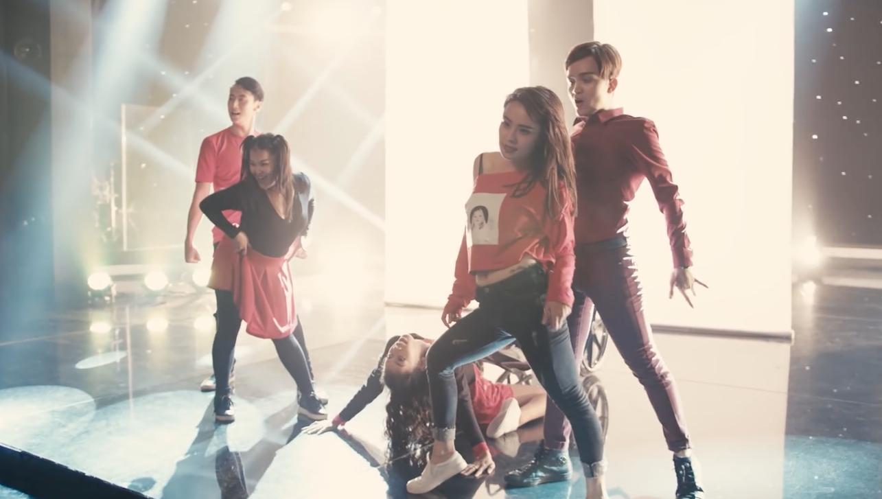 Giọng hát của Angela Phương Trinh được khán giả tìm nghe nhiều nhất tại Glee Việt Nam-5
