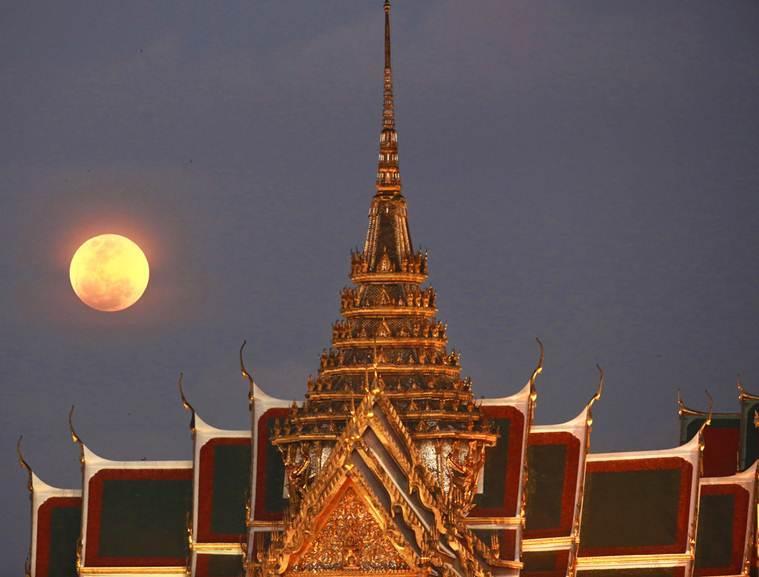 Hình ảnh ẤN TƯỢNG nhất trong ngày: Sau 152 năm, siêu trăng thế kỷ khiến người yêu thiên văn điên đảo-16