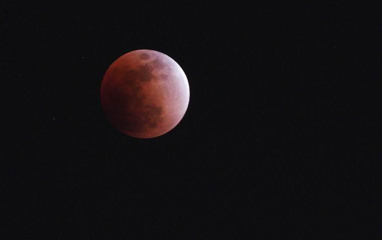 Hình ảnh ẤN TƯỢNG nhất trong ngày: Sau 152 năm, siêu trăng thế kỷ khiến người yêu thiên văn điên đảo-14
