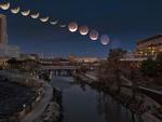 Hình ảnh ẤN TƯỢNG nhất trong ngày: Sau 152 năm, siêu trăng thế kỷ khiến người yêu thiên văn 'điên đảo'