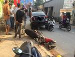 Ô tô 'mất lái' húc hàng loạt xe máy, nhiều người đi đường hoảng sợ