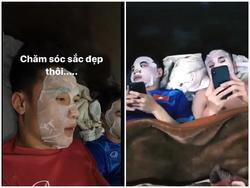 HOT: Bùi Tiến Dũng và tuyển U23 đồng loạt nhập hội 'cuồng mặt nạ' của Hồng Duy Pinky?