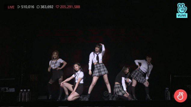 Mặc đồng phục học sinh phản cảm biểu diễn, Red Velvet bị netizen lên án kịch liệt-1