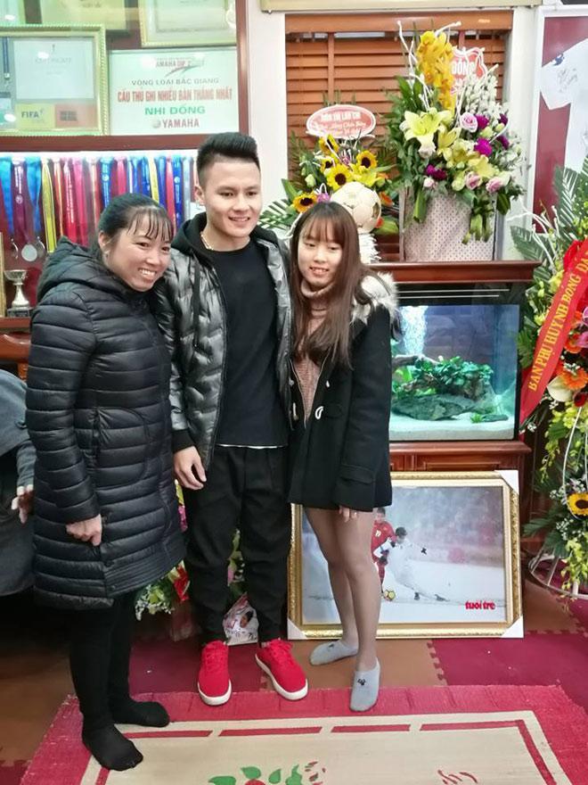 Tiết lộ bất ngờ về món quà Quang Hải tặng bố mẹ khi về thăm nhà-3