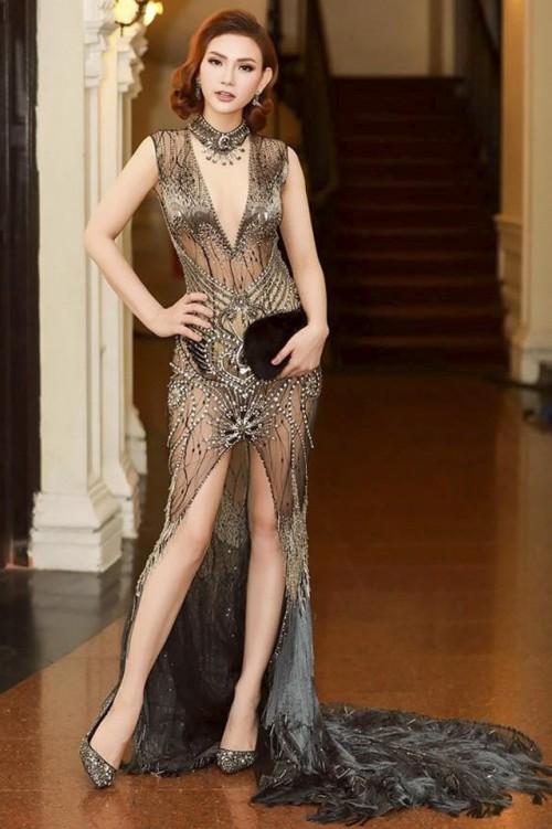 Sao Việt thích diện váy áo trong suốt dễ gây nguy hiểm, khiến người đối diện hoa cả mắt!-1