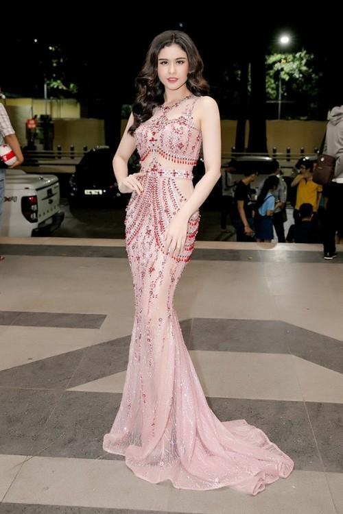Sao Việt thích diện váy áo trong suốt dễ gây nguy hiểm, khiến người đối diện hoa cả mắt!-5
