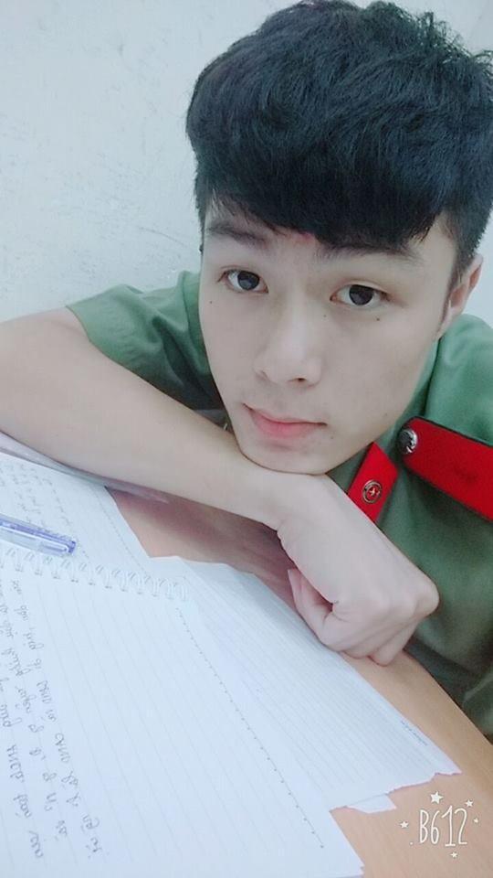 Dân mạng truy lùng danh tính chàng cảnh sát điển trai trong lễ đón U23 tại Nghệ An-3