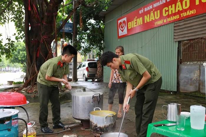 Dân mạng truy lùng danh tính chàng cảnh sát điển trai trong lễ đón U23 tại Nghệ An-4