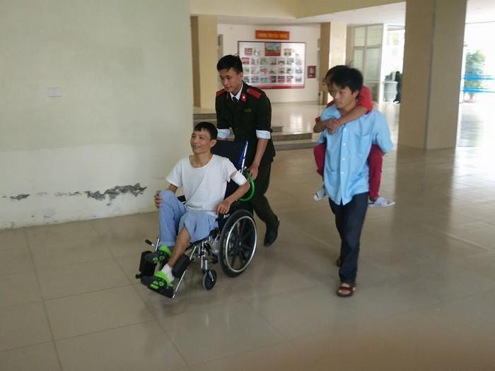 Dân mạng truy lùng danh tính chàng cảnh sát điển trai trong lễ đón U23 tại Nghệ An-5