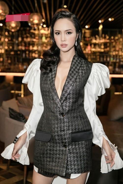 Hồ Ngọc Hà khoe thân táo bạo - Yến Trang như hộp quà di động đứng đầu top sao xấu tuần qua-7