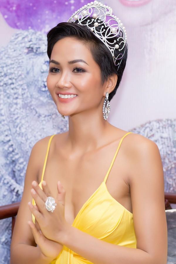 Dân mạng phản đối HHen Niê để tóc dài nếu muốn chinh phục vương miện Hoa hậu Hoàn vũ Thế giới 2018-1