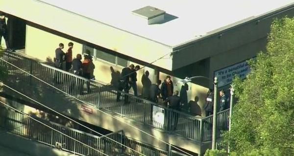 Mỹ rúng động vụ nữ sinh xả súng giữa trường học-1