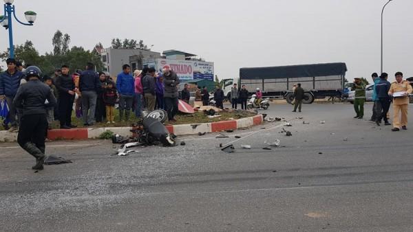 Đỗ xe SH ở lề đường nghe điện thoại, người đàn ông bị xe tải tông tử vong-1