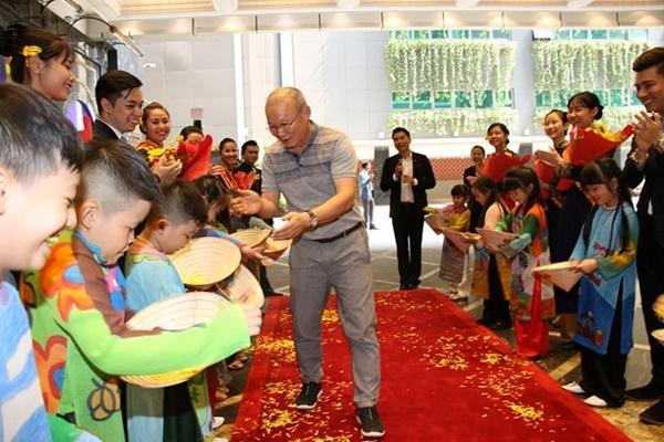 Dàn tuyển thủ U23 Việt Nam được bay sang chảnh hạng thương gia khi đến TP.HCM-11