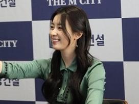 Sao Hàn 2/2: Han Hyo Joo khiến fan ngất ngây với nụ cười đẹp nhất xứ Hàn