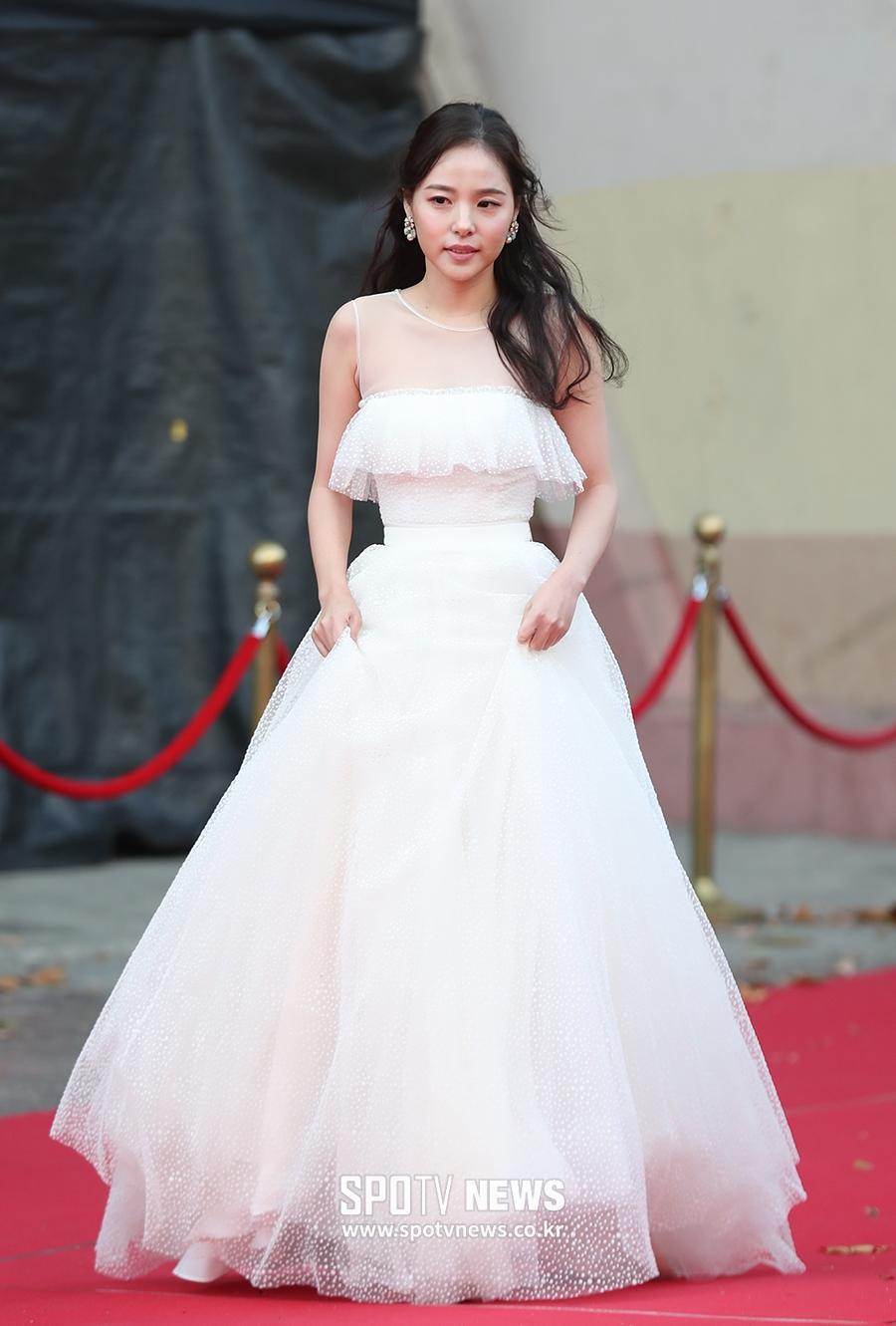 Nhan sắc hấp dẫn và gu thời trang sành điệu của Min Hyo Rin - vợ sắp cưới Big Bang Taeyang-13