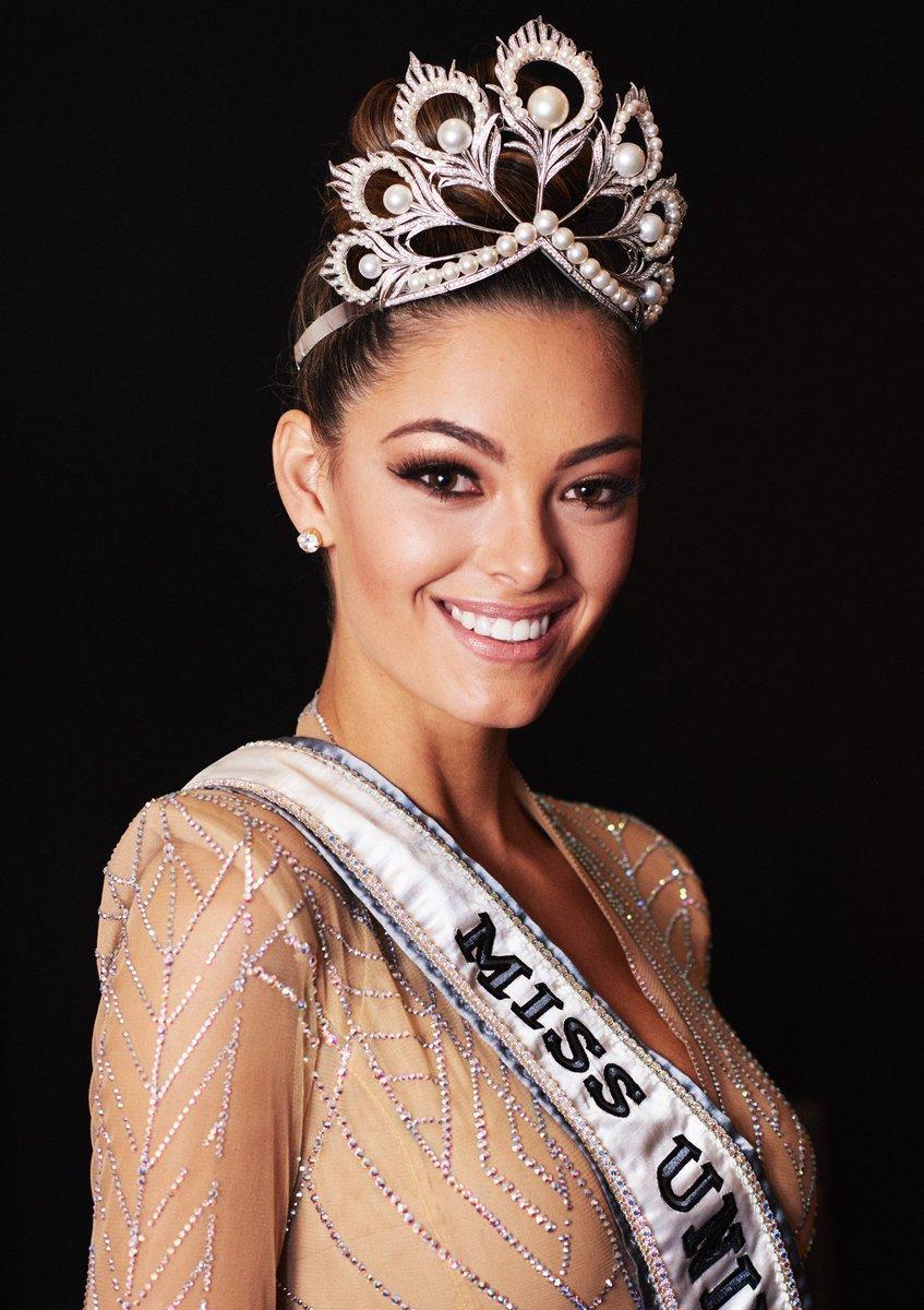 Ngắm dung nhan tuyệt sắc của top 5 Hoa hậu đẹp nhất Thế giới năm 2017-2