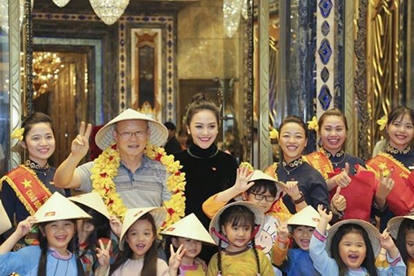 Thầy trò Park Hang Seo rạng rỡ khi hội ngộ dàn sao Việt tại TP HCM-5