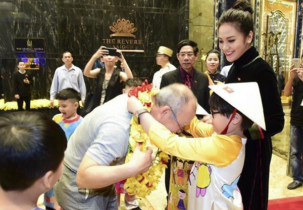 Thầy trò Park Hang Seo rạng rỡ khi hội ngộ dàn sao Việt tại TP HCM-4