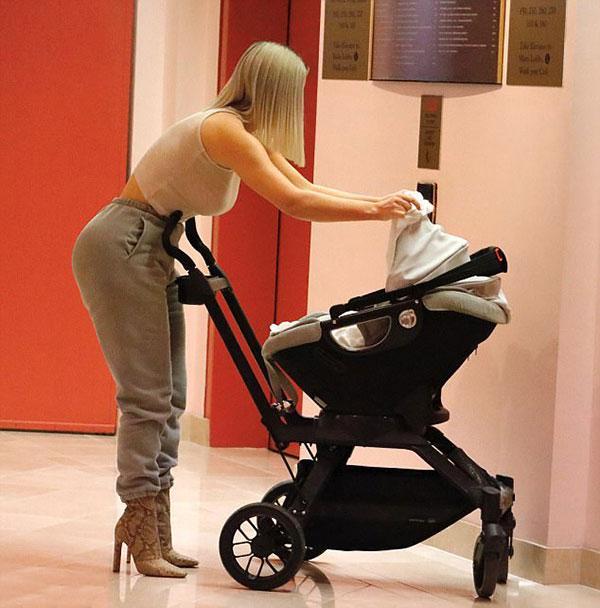 Hé lộ hình ảnh con gái thứ ba của Kim Kardashian-5