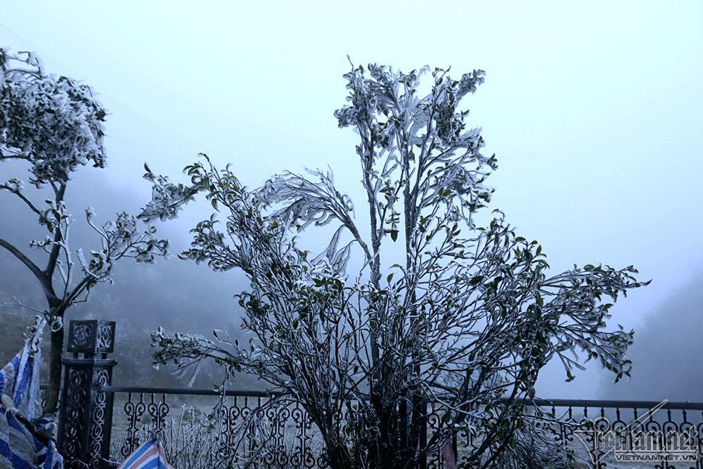 Băng tuyết phủ trắng đỉnh đèo Ô Quý Hồ, mặt đường trơn trượt-9