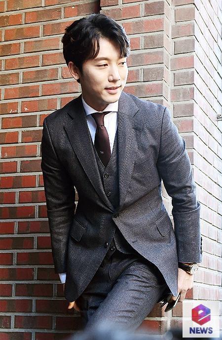 Chủ hôn Ki Tae Young rạng rỡ bên bà xã-1