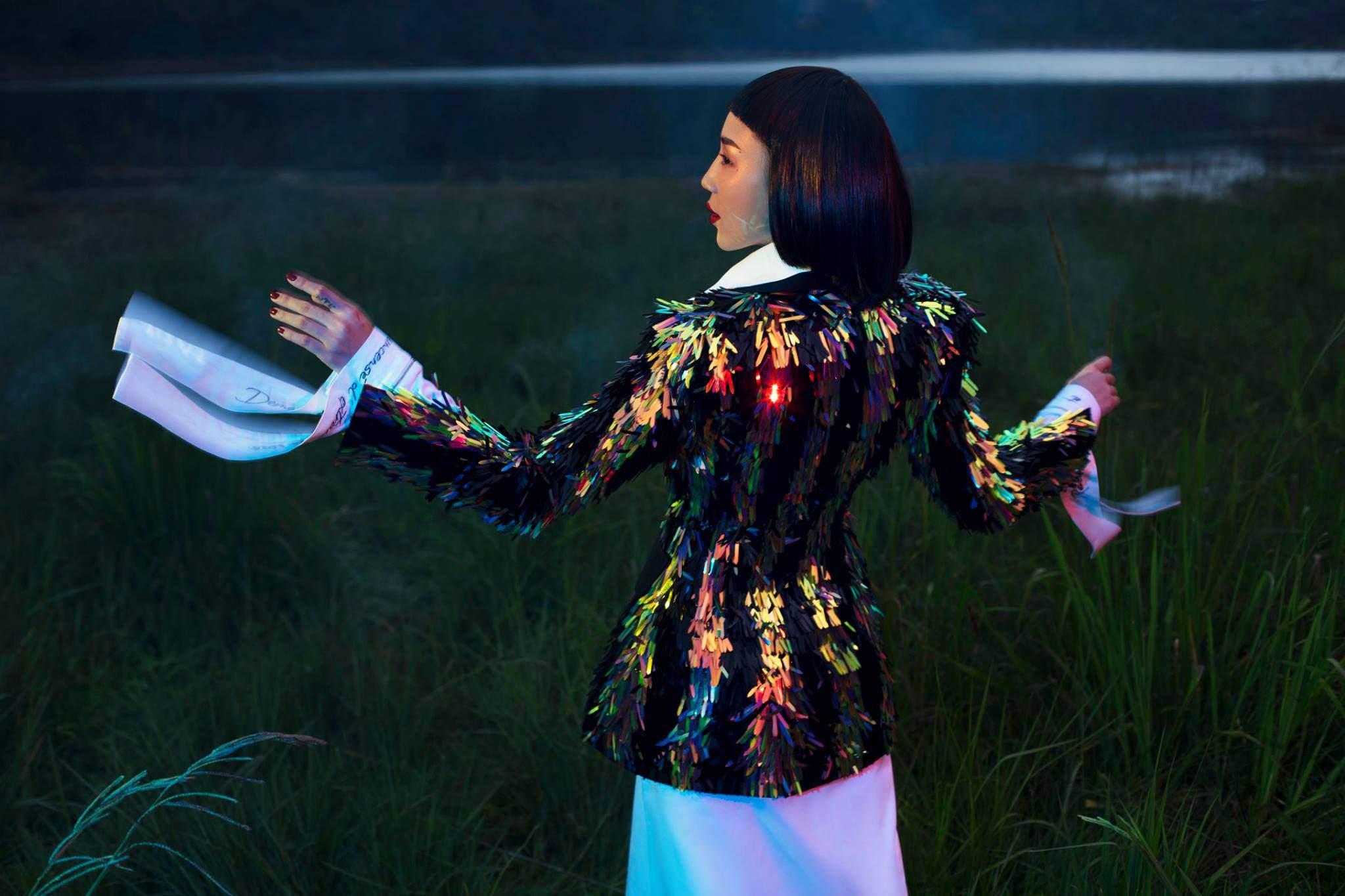 Hoa hậu HHen Niê bất ngờ để tóc dài, diện thiết kế đụng hàng Tóc Tiên-6