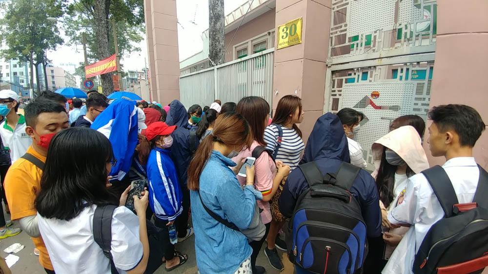 Cháy vé miễn phí giao lưu U23, CĐV Sài Gòn bị chào vé chợ đen-1