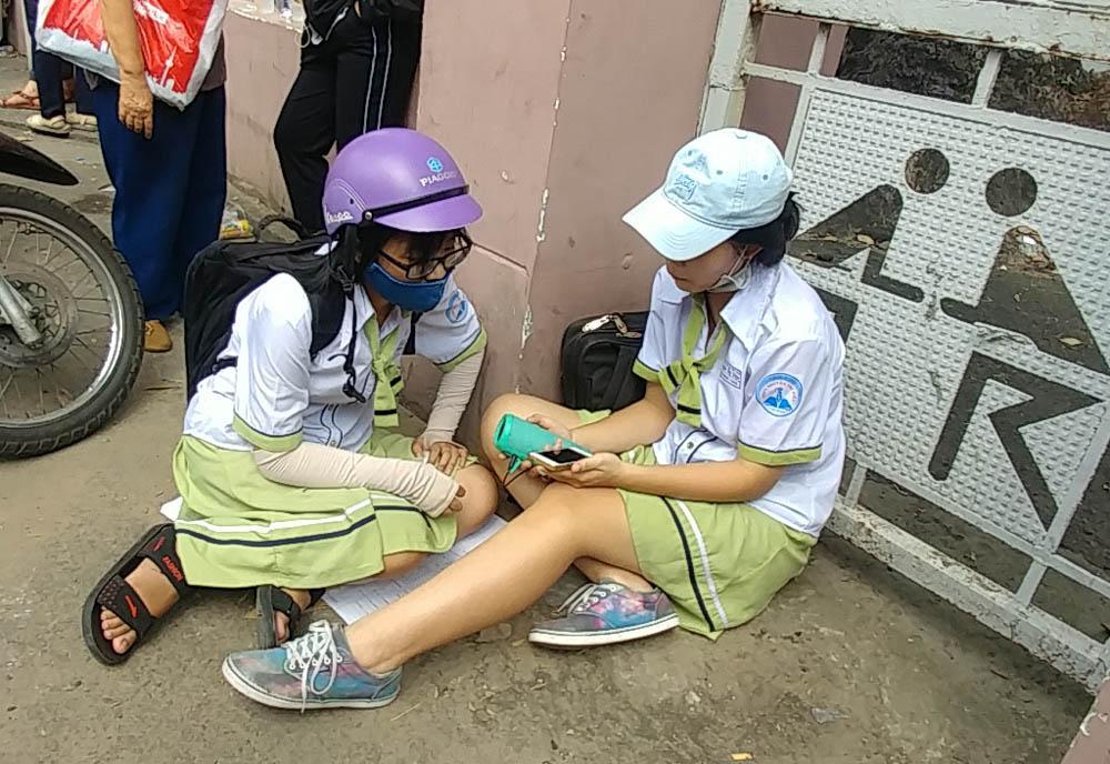 Cháy vé miễn phí giao lưu U23, CĐV Sài Gòn bị chào vé chợ đen-5