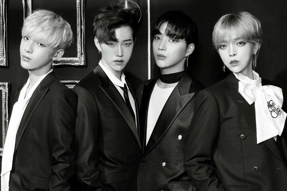 Nhóm nhạc nam Kpop gây sốc với ngoại hình giống hệt con gái-1