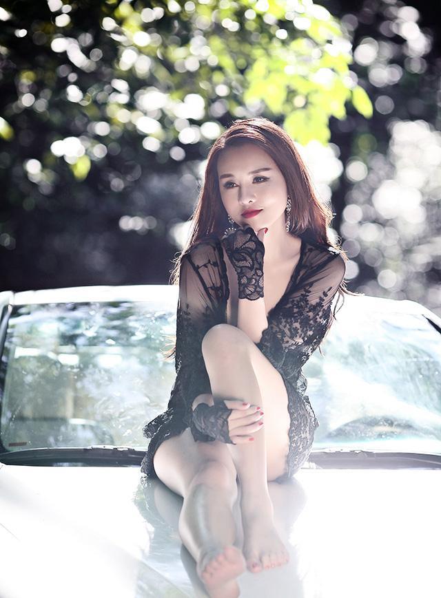 Trọn bộ ảnh 2 hotgirl Hà thành mặc bikini khoe da thịt giữa lạnh thấu xương đình đám mạng xã hội-3
