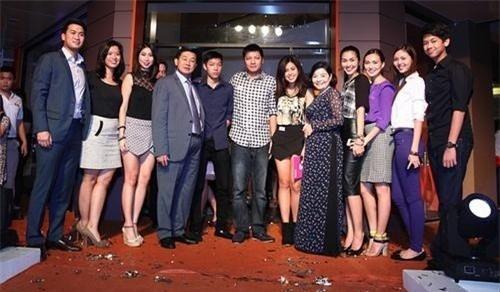 Vén bức màn gia đình danh gia vọng tộc showbiz Việt-2