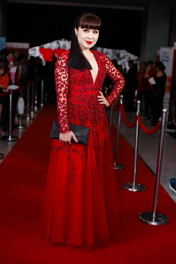 Chờ mãi bão U23 mới tan, dàn mỹ nhân Việt lại xúng xính váy áo đẹp xuất sắc thảm đỏ-7