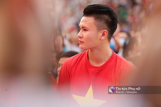 Cận cảnh những khoảnh khắc đẹp long lanh của các cầu thủ U23 Việt Nam trong buổi giao lưu-1