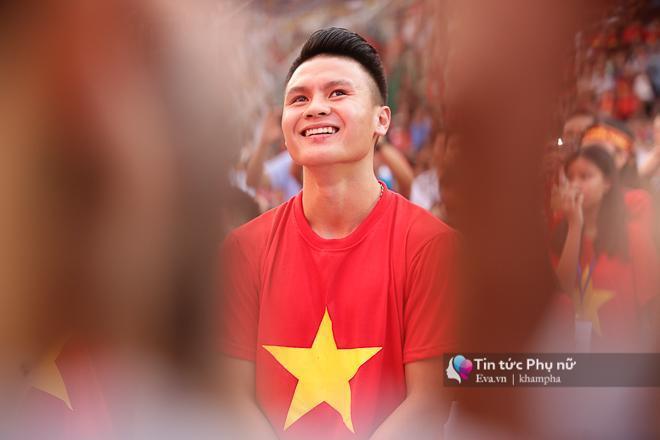 Cận cảnh những khoảnh khắc đẹp long lanh của các cầu thủ U23 Việt Nam trong buổi giao lưu-2