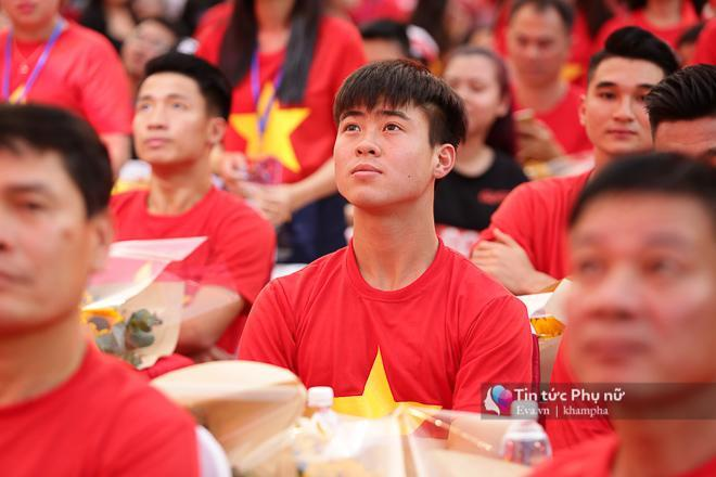 Cận cảnh những khoảnh khắc đẹp long lanh của các cầu thủ U23 Việt Nam trong buổi giao lưu-9