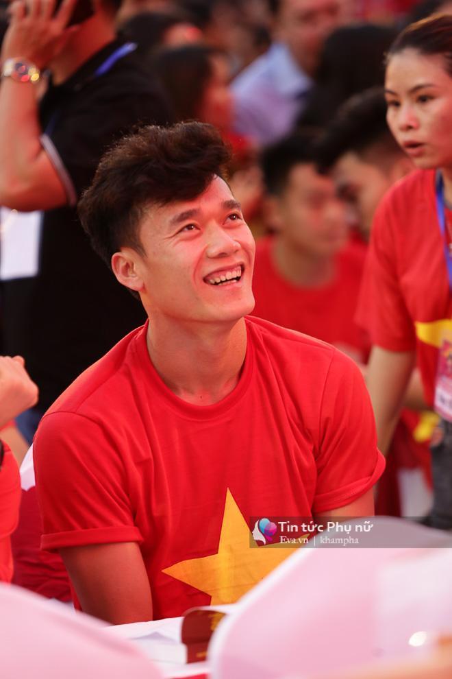 Cận cảnh những khoảnh khắc đẹp long lanh của các cầu thủ U23 Việt Nam trong buổi giao lưu-6