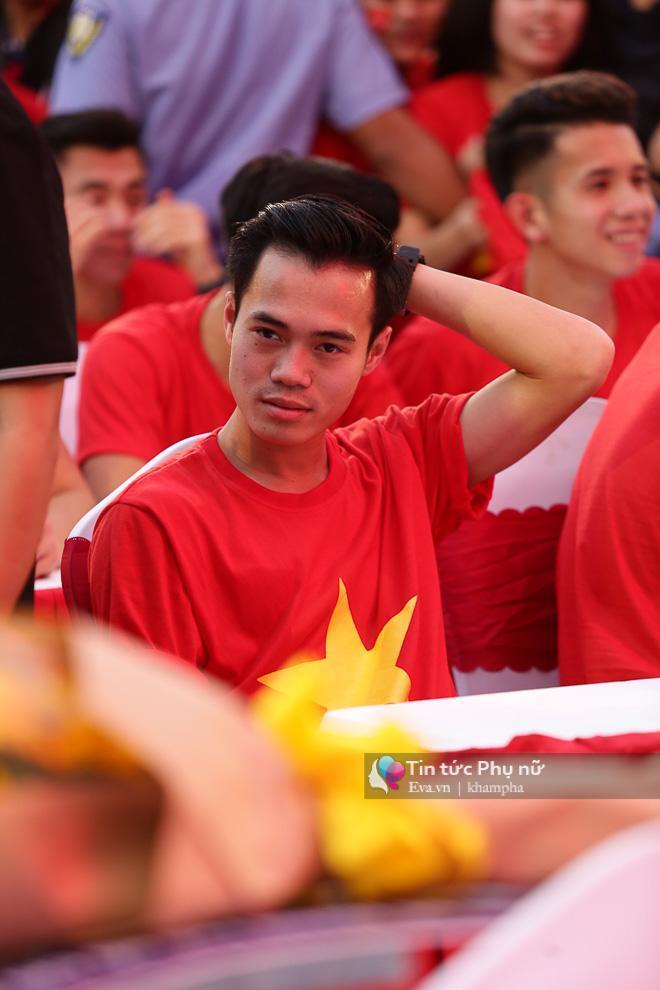 Cận cảnh những khoảnh khắc đẹp long lanh của các cầu thủ U23 Việt Nam trong buổi giao lưu-14