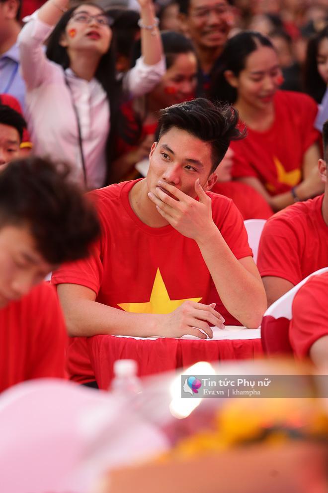 Cận cảnh những khoảnh khắc đẹp long lanh của các cầu thủ U23 Việt Nam trong buổi giao lưu-15