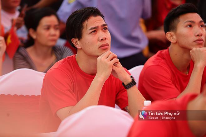 Cận cảnh những khoảnh khắc đẹp long lanh của các cầu thủ U23 Việt Nam trong buổi giao lưu-12