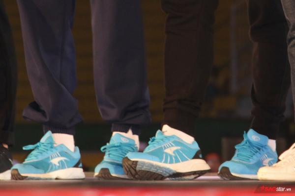 Duy Mạnh diện giày Gucci hơn chục triệu đồng ở Lễ mừng công U23 Việt Nam-5